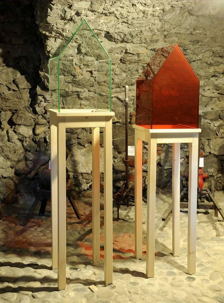 cadelfoglia 2015 au musée de montmélian savoie verre blanc verre rouge sapin 150X30cm